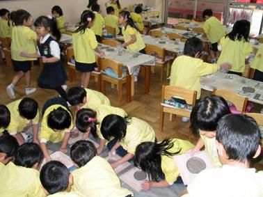 京都市山科区 大宅保育園ゆり組で陶芸