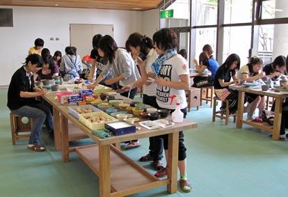 2009年度版 大阪厚生年金看護専門学校 卒業記念作品の陶芸 神戸しあわせの村で実施