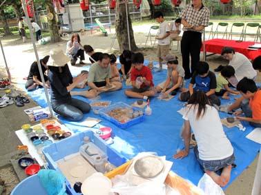 上本町町内会の地蔵盆で陶芸